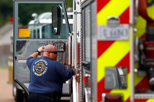 The Southaven Fire Department clears the scene after county official prematurely called a gas leak warning after a gas line was hit during construction on Thursday, Aug. 22, 2019.