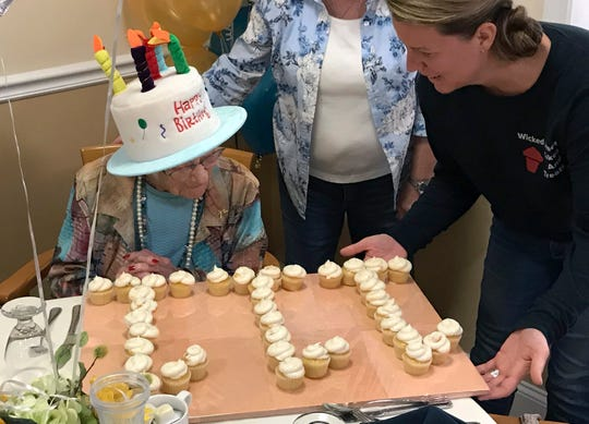Hazel Nilson celebra su cumpleaños número 111