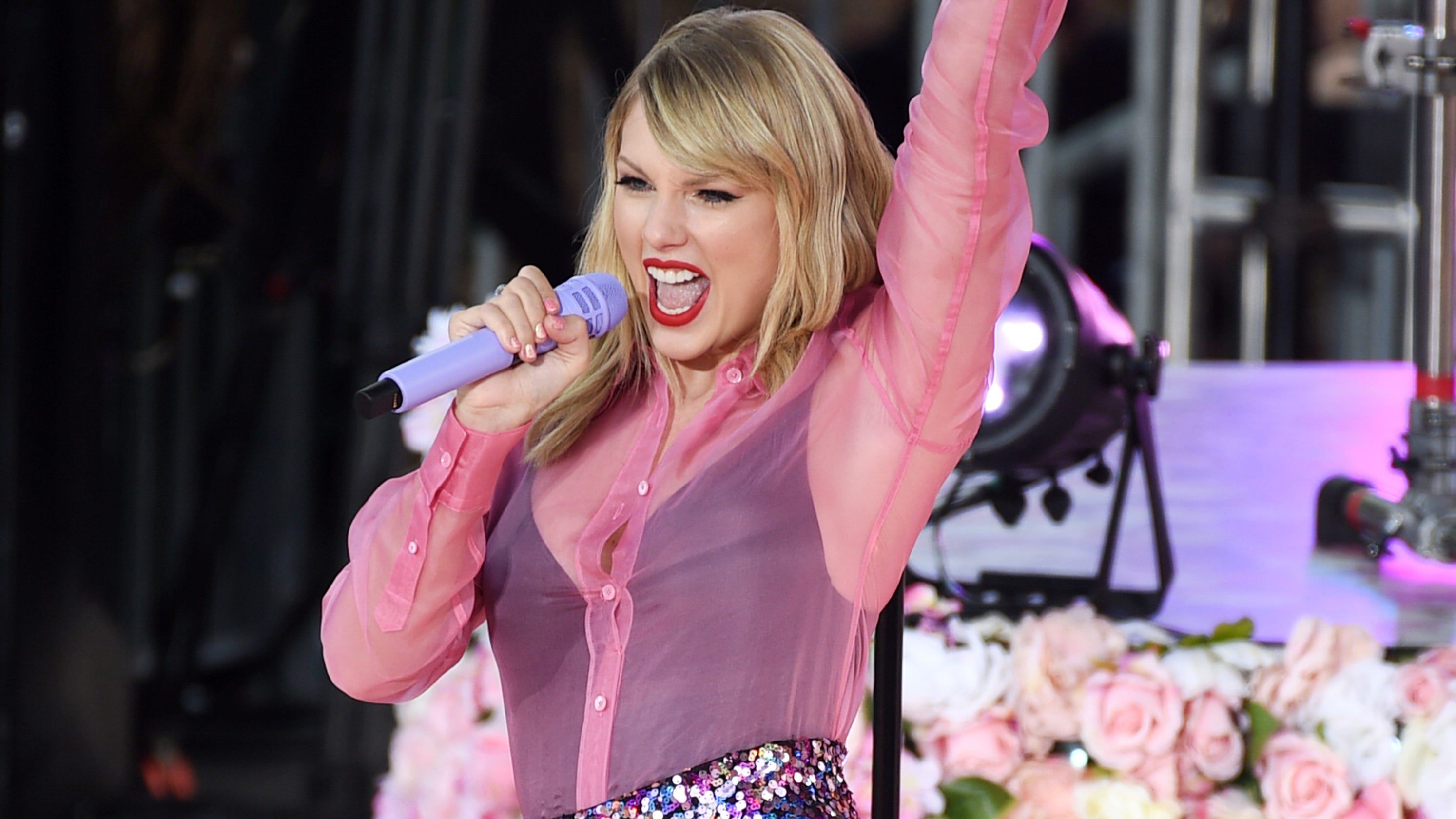 Taylor Swift 'Lover' reviews: Critics are enamored by the 'earnest,' 'romantic' new album