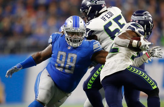Detroit Lions defensive tackle Damon Harrison tackles Seattle Seahawks running back Chris Carson on Oct. 28, 2018.