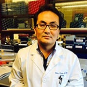 Donghern Kim, a research scientist in the Department of Toxicology and Cancer Biology.