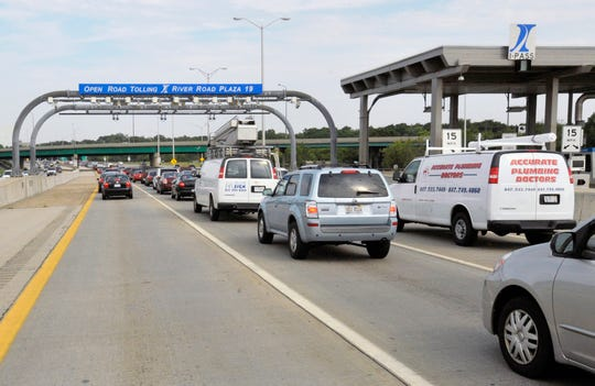 Drivers pass through the River Road toll plaza in Rosemont, Ill.
