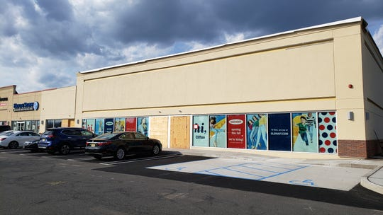 Old Navy will open in Clifton this fall on Route 3 West.