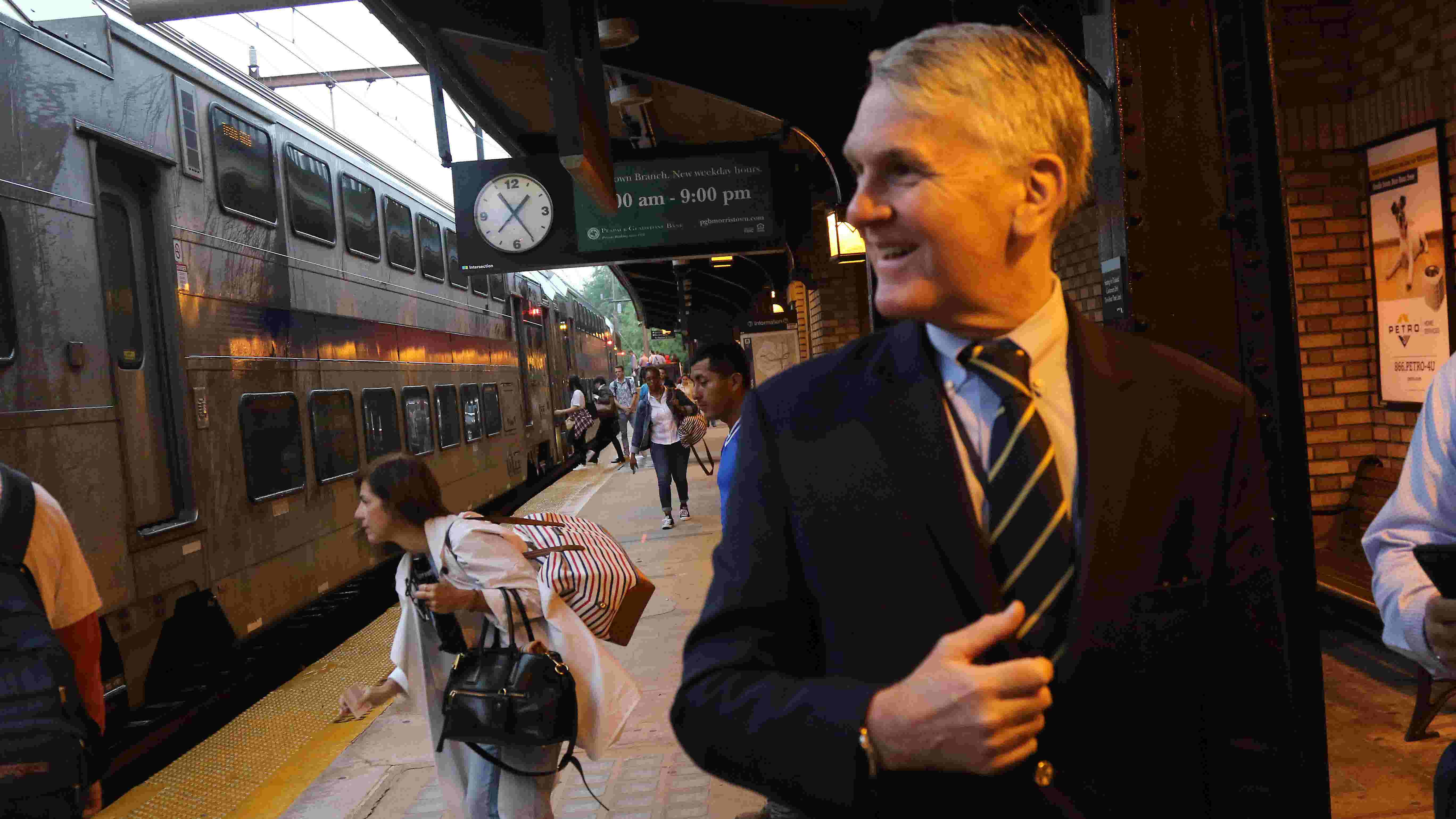 Disabled train causes half-hour delays in and out of NY Penn