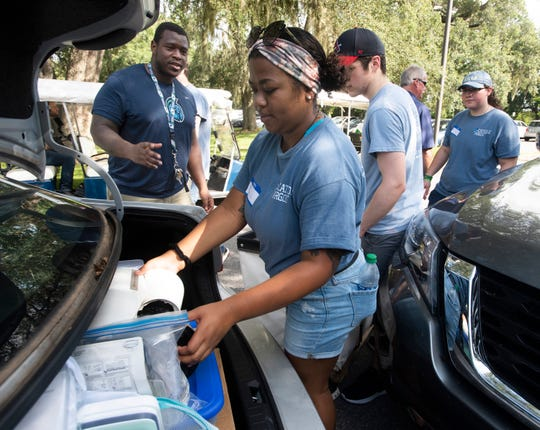 New and returning students help with move-in Friday at the University of West Florida.