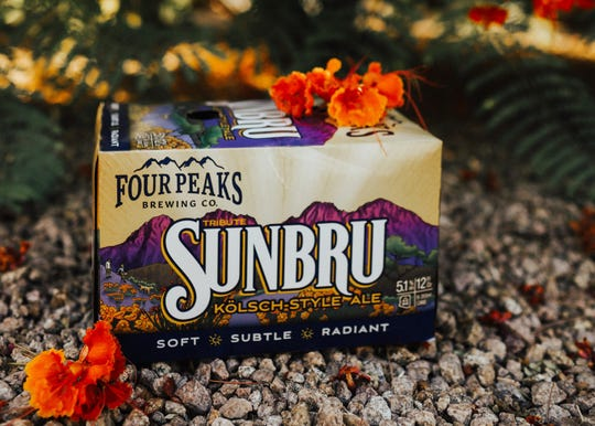 """Four Peaks describe su Sunbru como """"oro brillante, brillante y sutilmente aromatizado""""."""