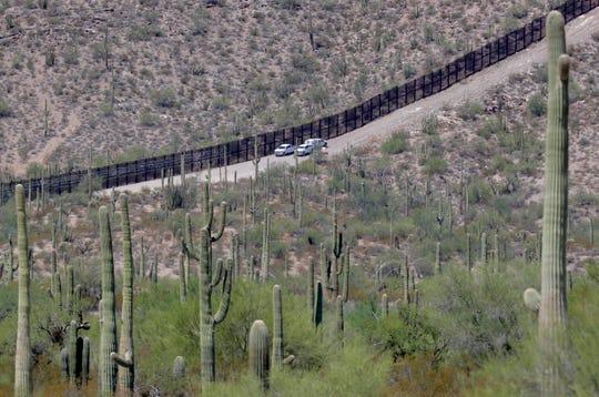 Autoridades de EEUU comenzaron el reemplazo de una porción de la valla fronteriza en el área de Lukeville, Arizona.