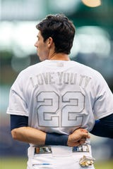 competitive price 6eafe 99ca0 Brewers players Braun, Yelich, Moustakas pay tribute to late ...