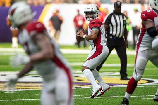 Cardinals quarterback Kyler Murray (1) looks down field during the second quarter of a game against the Vikings at U.S. Bank Stadium.