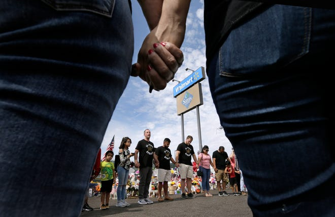 Adam Bowles, pastor of Castle Church in Norwich, Connecticut, and his travel companions held a prayer circle with El Pasoans at the Walmart memorial site Saturday, Aug. 24, 2019.