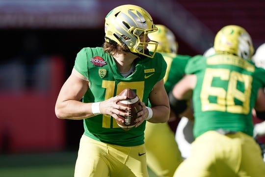 Dec 31, 2018; Santa Clara, CA, USA; Oregon Ducks quarterback Justin Herbert (10) looks to pass the football against the Michigan State Spartans during the second quarter at Levi's Stadium. Mandatory Credit: Stan Szeto-USA TODAY Sports