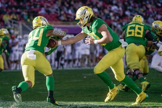 Oregon quarterback Justin Herbert (10) hands the ball off to running back CJ Verdell (34) against Michigan State in the Redbox Bowl on Dec. 31, 2018 in Santa Clara, CA.