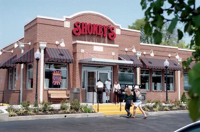 The new look for Shoney's restaurant, seen at Ray Danner's original restaurant in the Madison Square Shopping Center on Aug. 30, 1994, is drawing raised eyebrows from franchisees. The remodeling cost is up to $400,000 per restaurant.