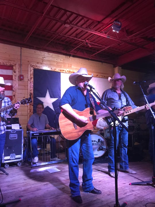 Mark Chesnutt has been performing and touring for more than 25 years.