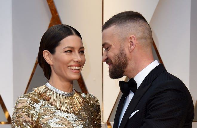 Jessica Biel and Justin Timberlake smile at the Oscars in 2017.