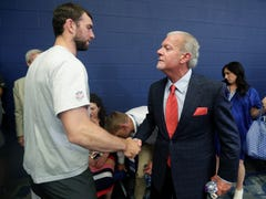 Colts owner Jim Irsay keeps door cracked for Andrew Luck comeback