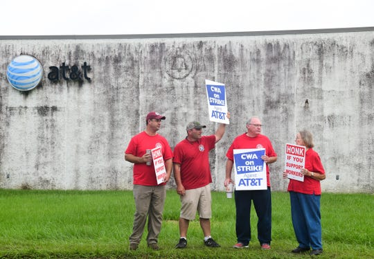 Workers stand outside of AT&T offices on W. Seventh Street in Hattiesburg, striking against what they call unfair bargaining practices Aug. 27, 2019.