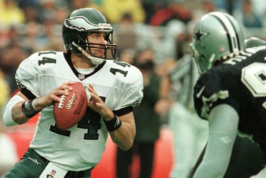 Philadelphia Eagles quarterback Doug Pederson looks for his receiver downfield against the Dallas Cowboys October 10, 1999, in Philadelphia.