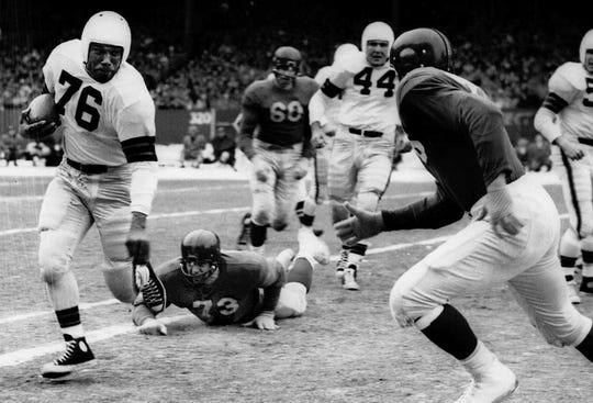Marion Motley (76) runs against the New York Giants.