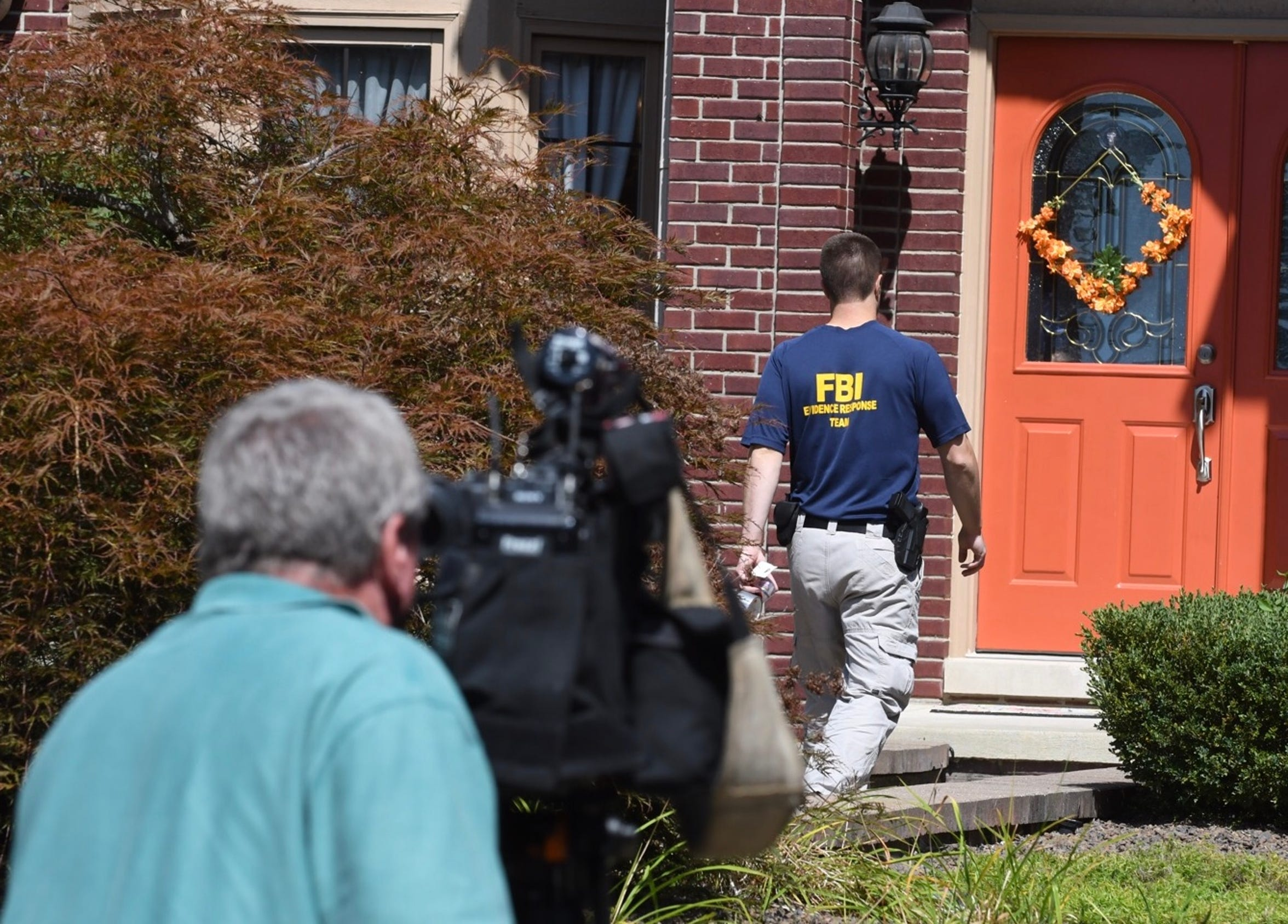 An FBI agent enters the home of UAW President Gary Jones during an Aug. 28 search of the labor leader's home in Canton Township.