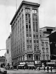 The Kahn Building, later known as the King Cole building in 1965.