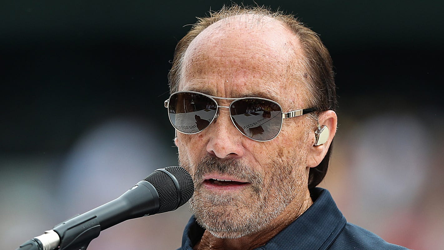 Lee Greenwood's hit song inspires new 'God Bless the USA Bible' including America's founding documents