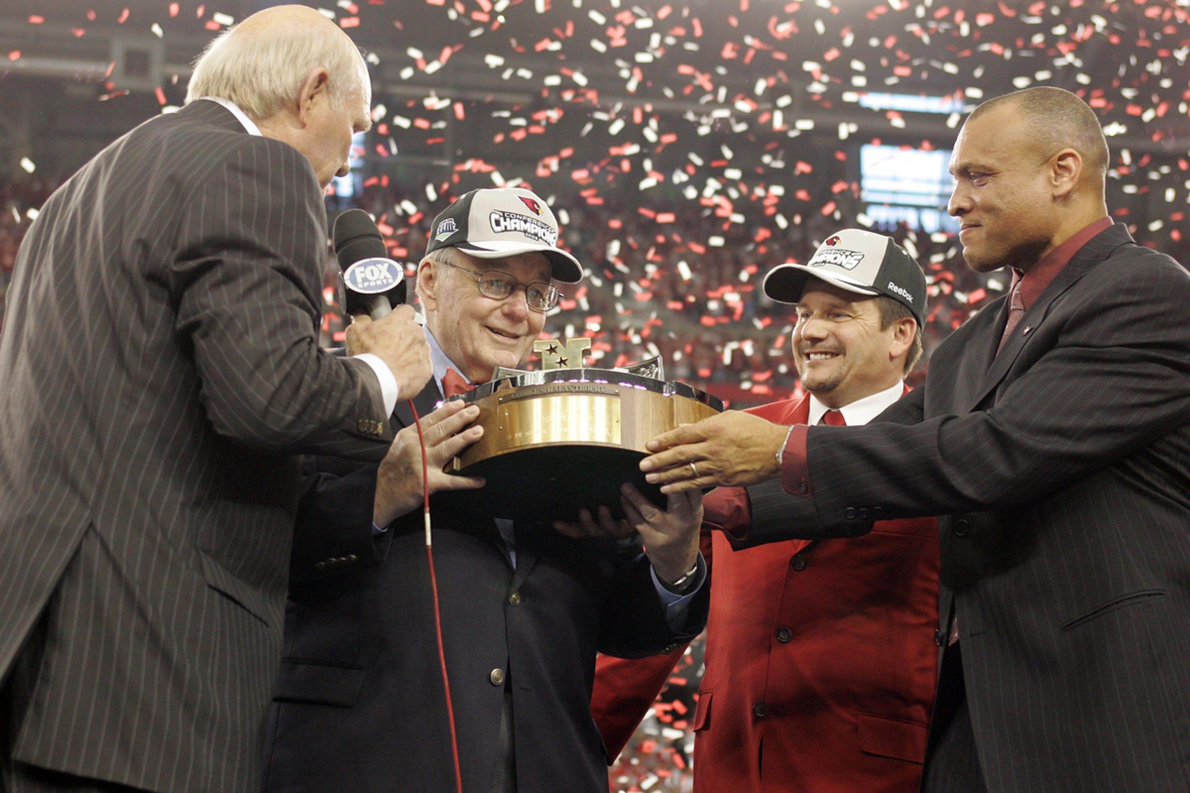 Bill Bidwill tuvo la dicha de festejar con su equipo el campeonato de la NFC en 2009.