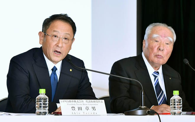 Toyota Motor Corp. President Akio Toyoda, left, speaks with Suzuki Motor Corp. Chairman Osamu Suzuki during a news conference in Tokyo on Oct. 12, 2016.  The two automakers announced Wednesday, Aug. 28, 2019, they are partnering in the development of self-driving car technology.