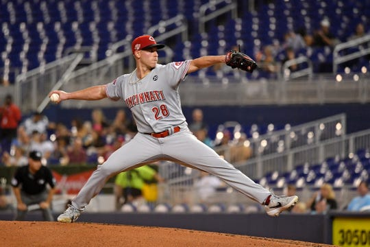 Cincinnati Reds starting pitcher Anthony DeSclafani delivers a pitch in the second inning against the Miami Marlins at Marlins Park.