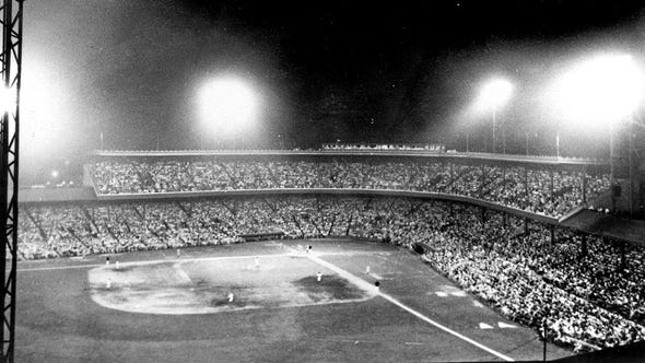 1935 The first night game in Major League Baseball history was played May 24, 1935, at Crosley Field. Cincinnati beat Philadelphia, 2-1. Enquirer file photo Text: 1935 ± the first night game in major-league history is played at crosley field. for special sports millenium section on the 50 greatest sports moments in cincinnati in the past century. ran 1.2.00. enquirer file art scanned in.
