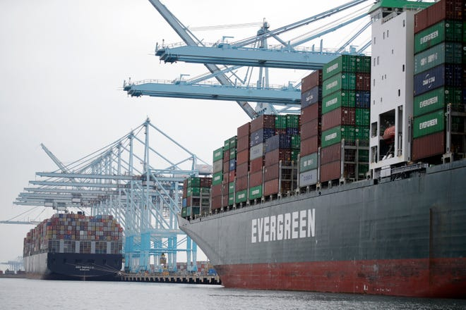The Commerce Department reports that the gross domestic product, the country's broadest measure of economic health, advanced at a moderate 2% annual rate in the April-June quarter, down from a 3.1% gain in the first quarter.