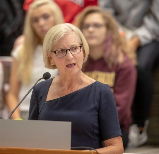 Dr. Kristina Box, Komisaris Kesehatan Indiana, mengatakan model IHME yang memproyeksikan peningkatan 543% kematian COVID-19 terkait kematian Indiana pada awal Agustus telah