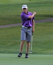 The Lexington Minutemen golf team defeated Mount Vernon on Wednesday thanks to a fifth man score.