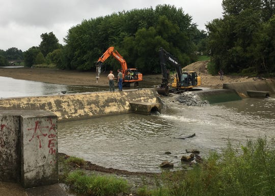 Indiana Department of Natural Resources biologists watch the removal of the George R. Dale Dam from White River at McCulloch Park on Aug. 27.