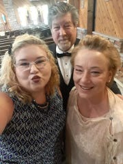 Danielle Dahlquist with her mother, Marie Lyman, and father, David Dahlquist.