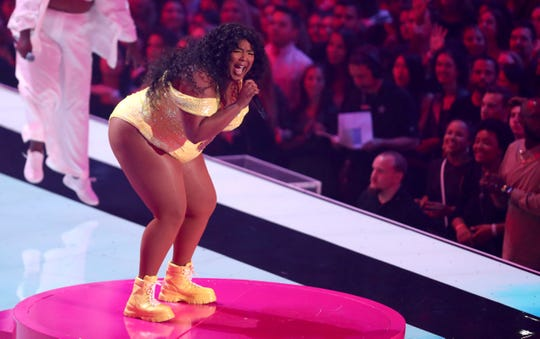 Lizzo performs a medley at the 2019 MTV Video Music Awards.