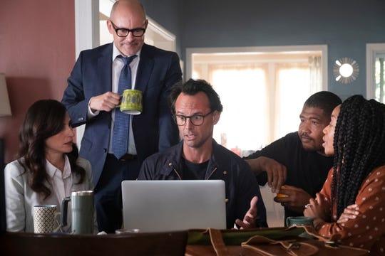 "Michaela Watkins as Delia, Rob Corddry as Forrest, Walton Goggins as Wade, Omar Benson Miller as Ben and Maya Lynne Robinson as Michelle in CBS's ""The Unicorn."""