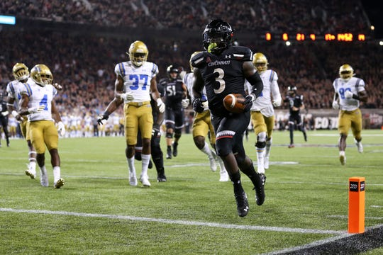 Cincinnati Bearcats running back Michael Warren II (3) scores a touchdown in the fourth quarter of an NCAA football game against the UCLA Bruins, Thursday, Aug. 29, 2019, at Nippert Stadium in Cincinnati. Cincinnati won 24-14.