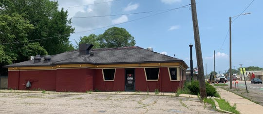 This Pizza Hut has been shut down and relocated on East Warren Avenue. Captured on July 11.