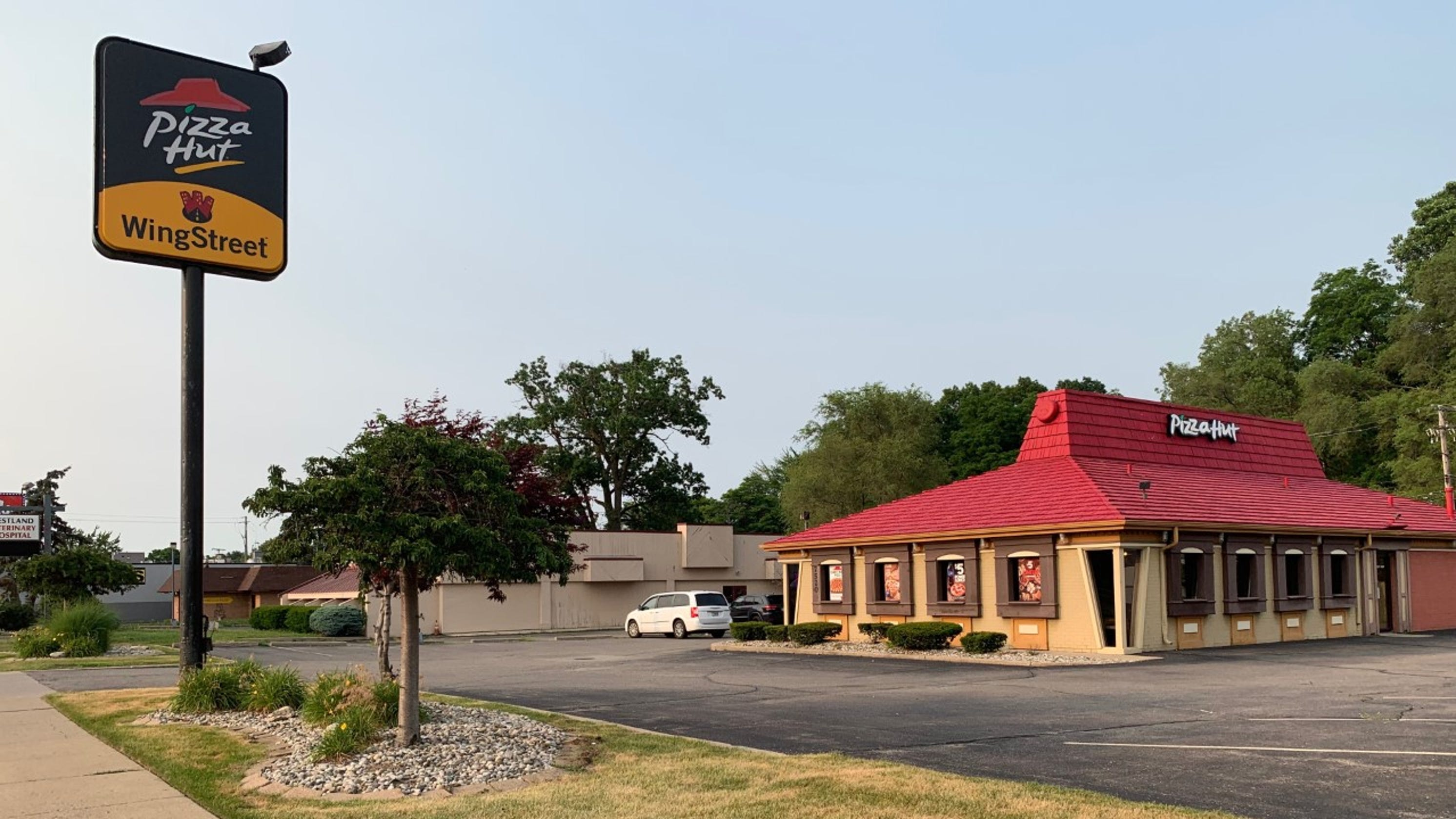 Metro Detroit Pizza Hut Locations What The Buildings Look