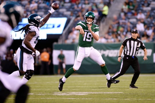 New York Jets vs. Philadelphia Eagles at MetLife Stadium in East Rutherford on Thursday, August 29, 2019. Jets QB #19 Trevor Siemian throws a pass.