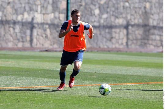 Santiago Giménez, de 18 años, ya entrena al parejo del equipo comandado por Pedro Caixinha.