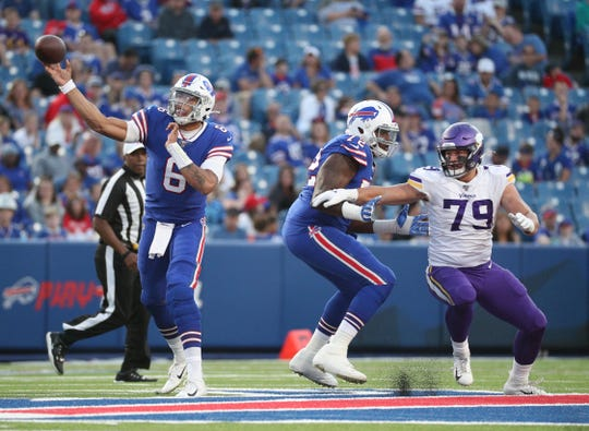 Bills quarterback Tyree Jackson throws over the middle.