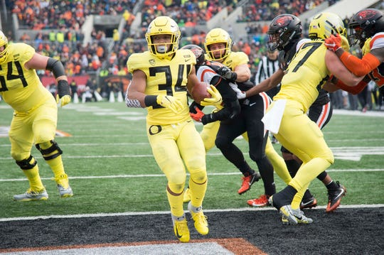 Oregon running back CJ Verdell steps into the end zone for a touchdown against Oregon State in 2018.