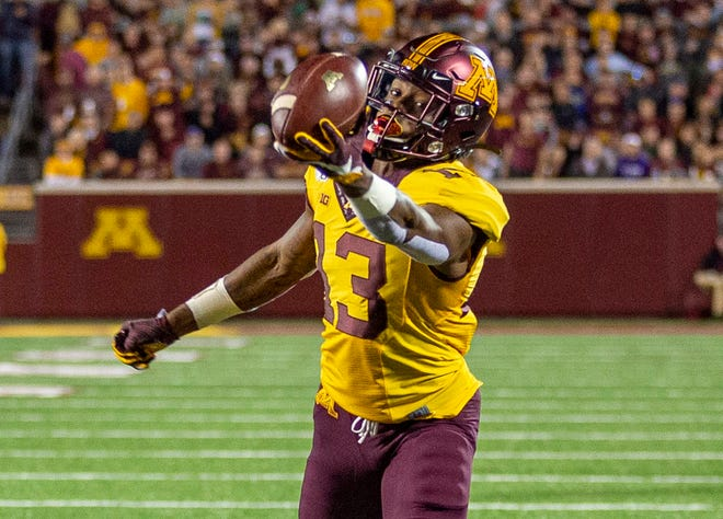 Minnesota receiver Rashod Bateman hauls in a slick one-handed touchdown grab during the first half against South Dakota State.