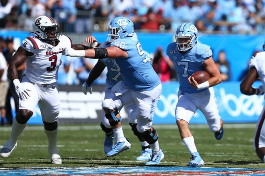 North Carolina Tar Heels quarterback Sam Howell (7) carries the ball during the first quarter against the South Carolina Gamecocks at Bank of America Stadium in Charlotte.