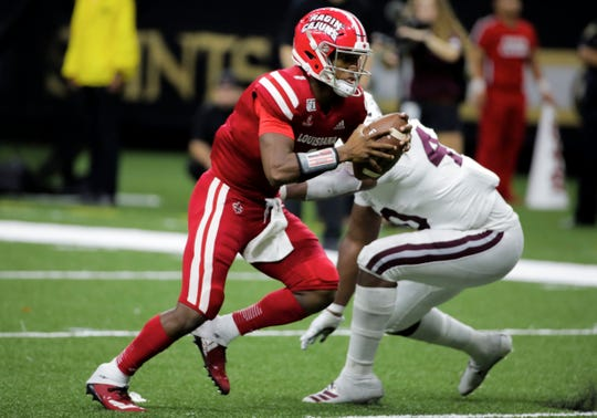 Louisiana Ragin Cajuns quarterback Levi Lewis (1) runs past Mississippi State Bulldogs linebacker Erroll Thompson (40) for a touchdown during the second half at the Mercedes-Benz Stadium.