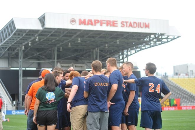 Galion huddles together before kickoff at MAPFRE against North Olmsted.