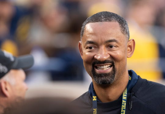 Michigan basketball coach Juwan Howard was a guest at Chicago's Halas Hall on Friday.