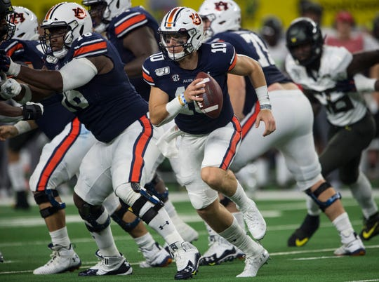Auburn quarterback Bo Nix (10) scrambles out of the pocket at AT&T Stadium in Arlington, Texas, on Saturday, Aug. 31, 2019. Auburn defeated Oregon 27-21.